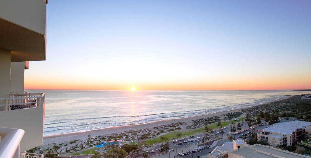 rendezvous-perth-scarborough-hotel-sunset-external-view-2013