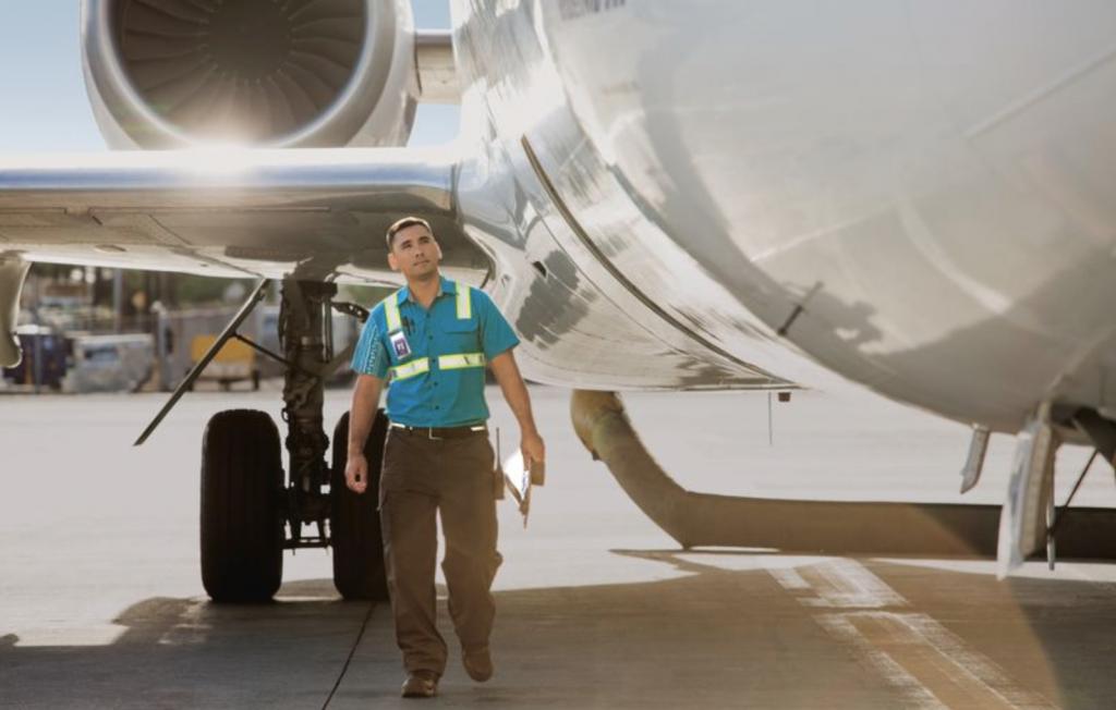 Hawaiian Airlines ground crew