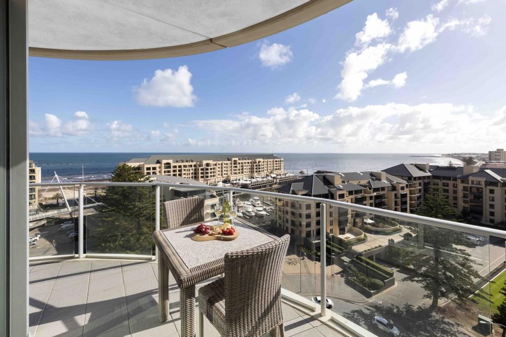 Oaks-Liberty-Towers-3-Bedroom-Apartment-Balcony_LR
