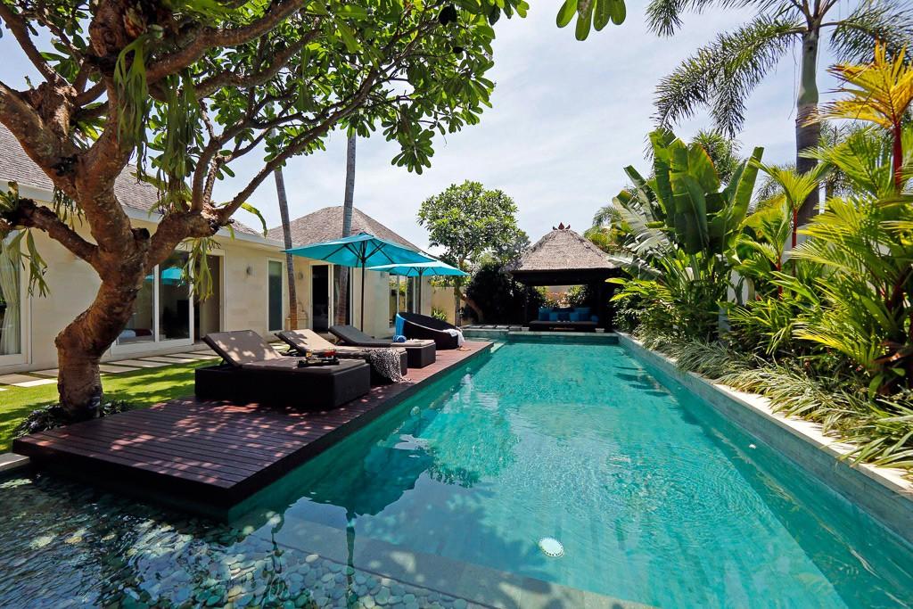 13-3-5-bed-villa-pool