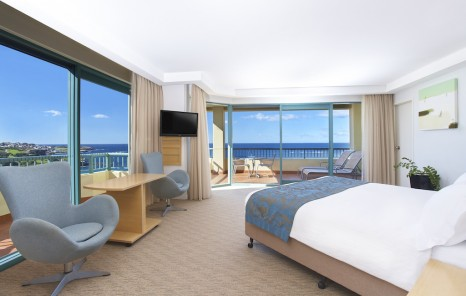 Hotel review crowne plaza coogee beach travel weekly for Living room yoga coogee