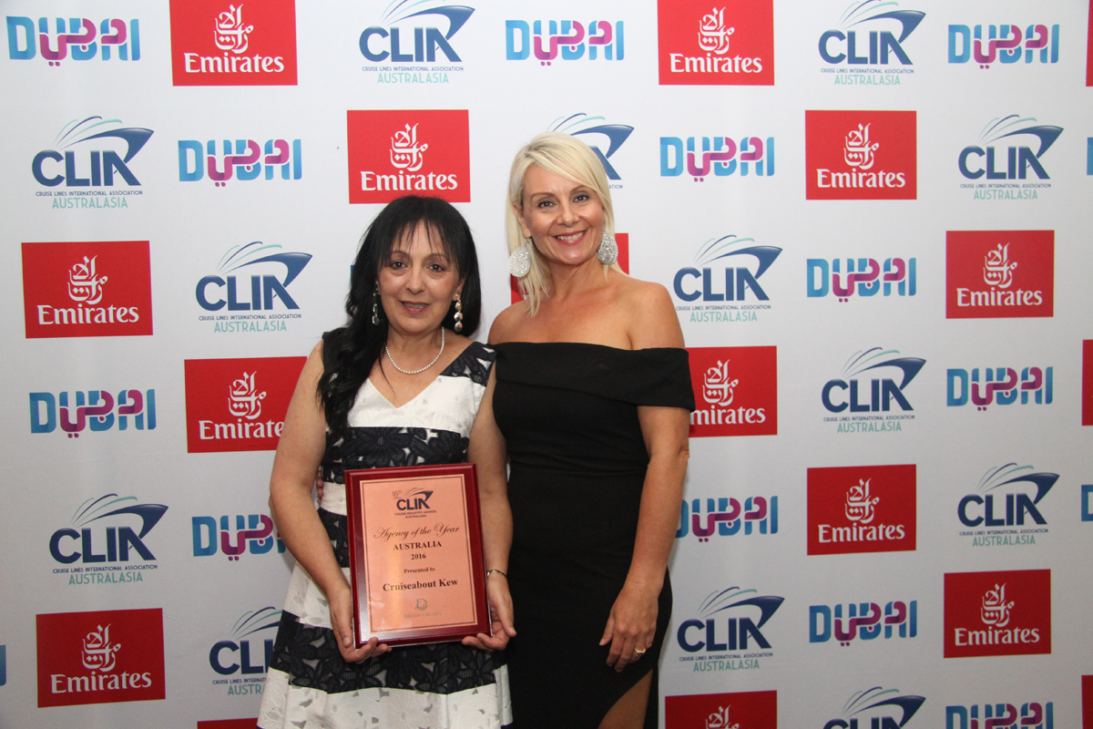 Aust Bronze Agency of the Year Kathy Pavlidis from Cruiseabout Kew with Star Cruises' Brigita Devries
