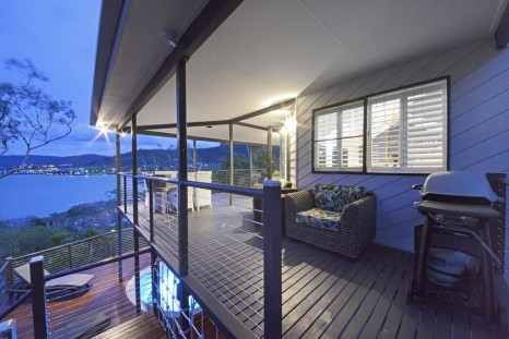Forget wallowing aussies are travelling post break up for The balcony bar restaurant byron bay nsw