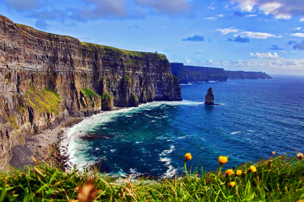 Ireland_CliffsOfMoher_shutterstock_39759274