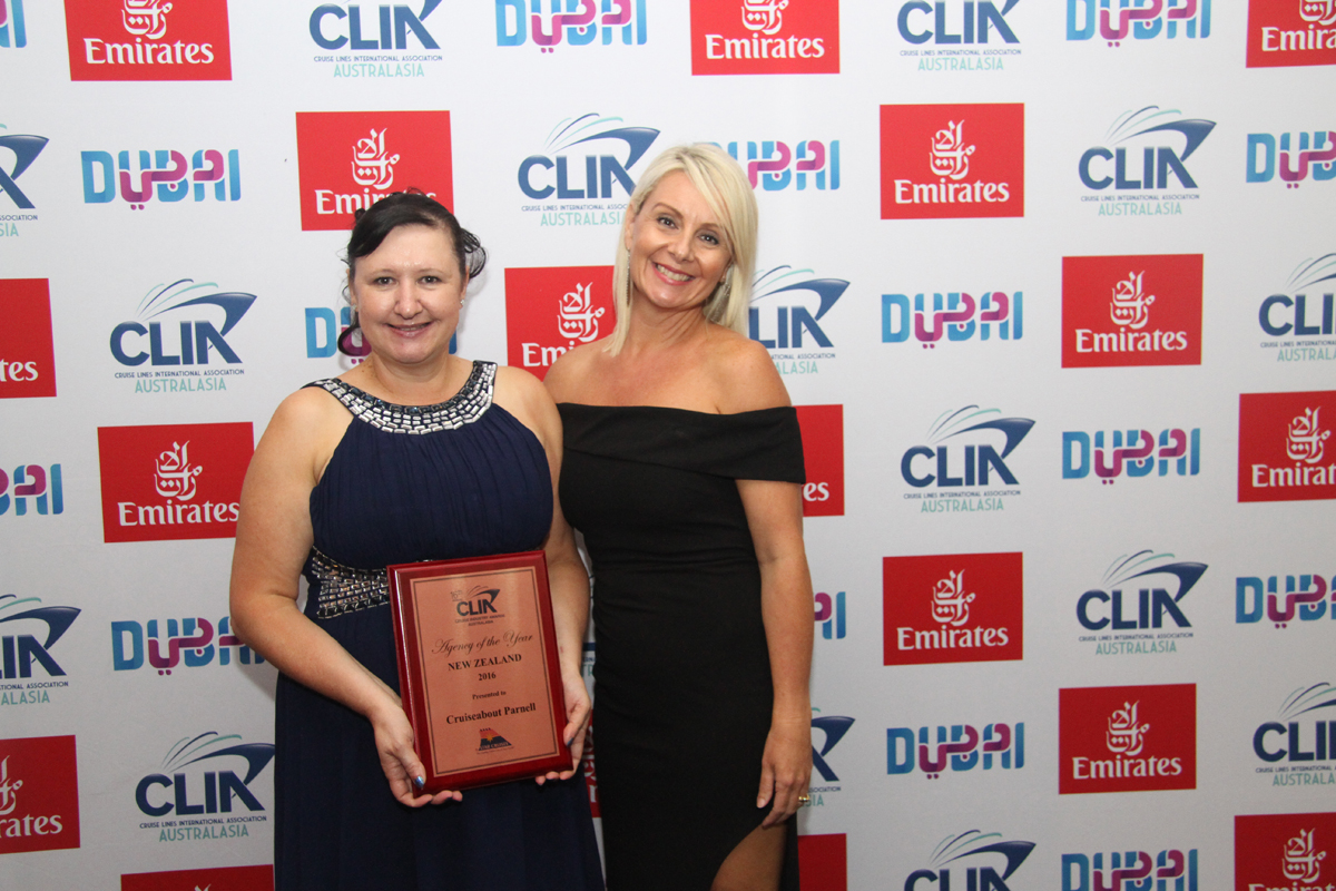 NZ Bronze Agency of the Year winner Amanda Ellis from Cruiseabout Parnell wtih Star Cruises Brigita Devries