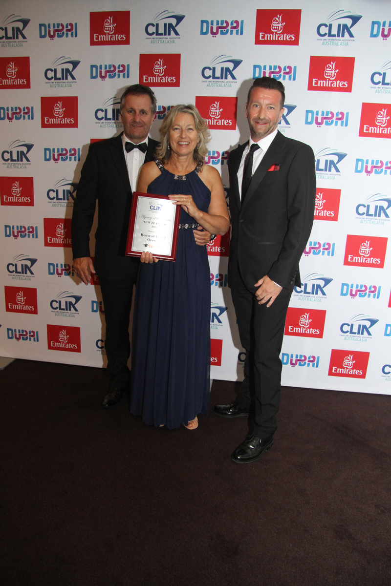 NZ Silver agency of the year Dennis Payne and Yvonne Payne from House of Travel Orewa