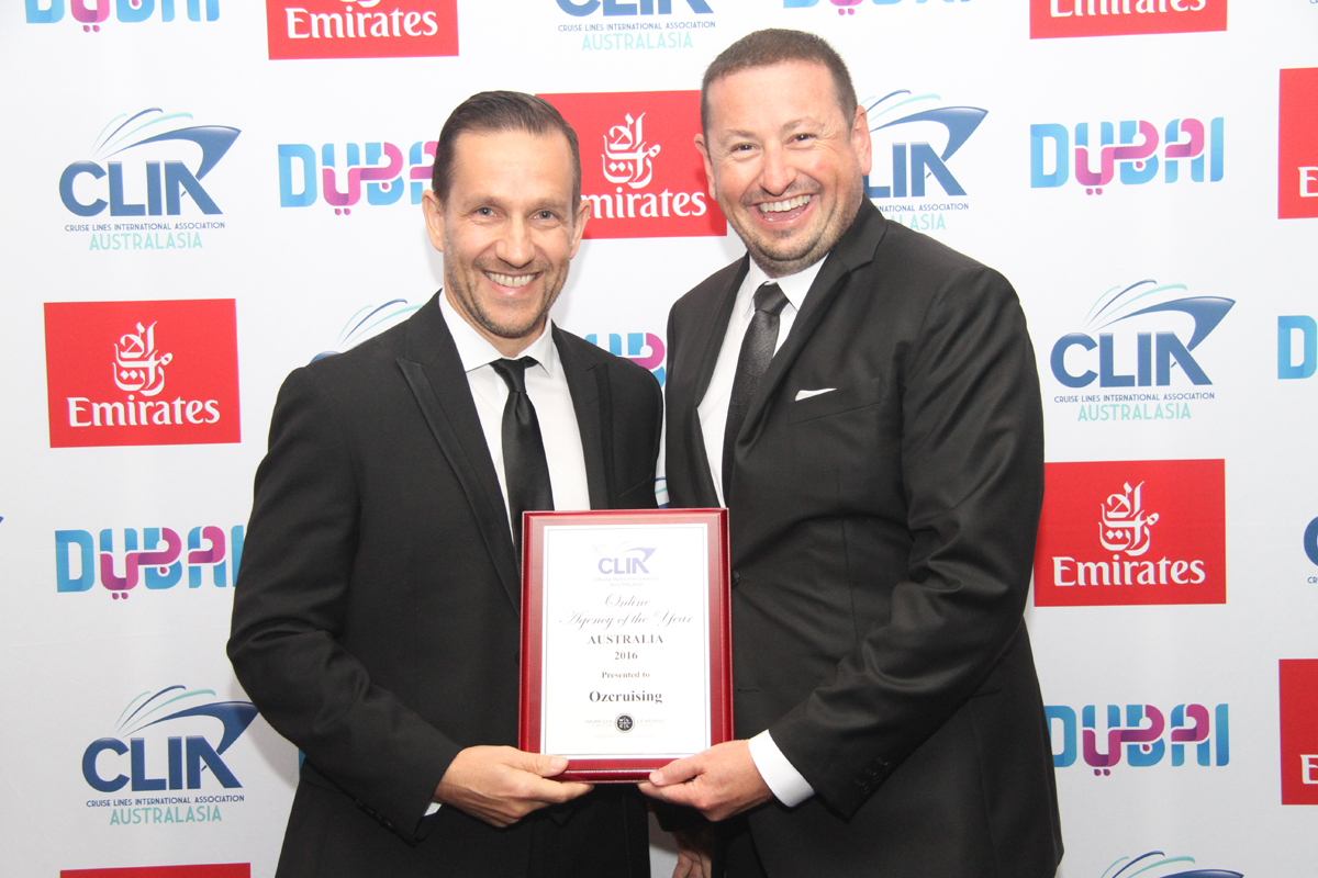 P&O's Ryan Taibel (l) with Online Agency of the Year Australia winner Ozcruising's Craig Chisolm