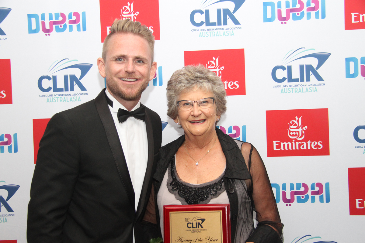 RCI's Adam Armstrong with NZ Gold Cruise Agency of the Year winner Eve Murphy from Pukekohe Travel