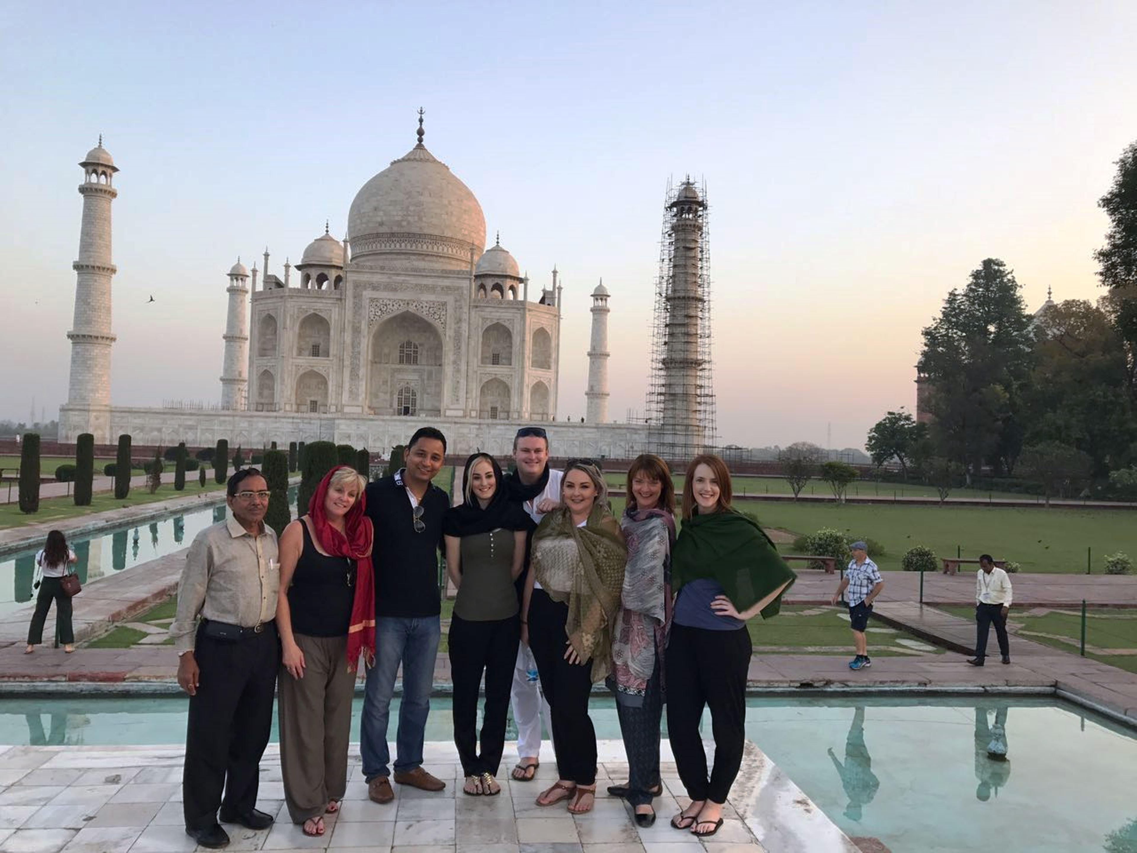 India agent famil Taj Mahal March 2017-2