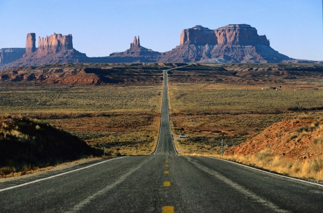 Monument Valley Utah US - email