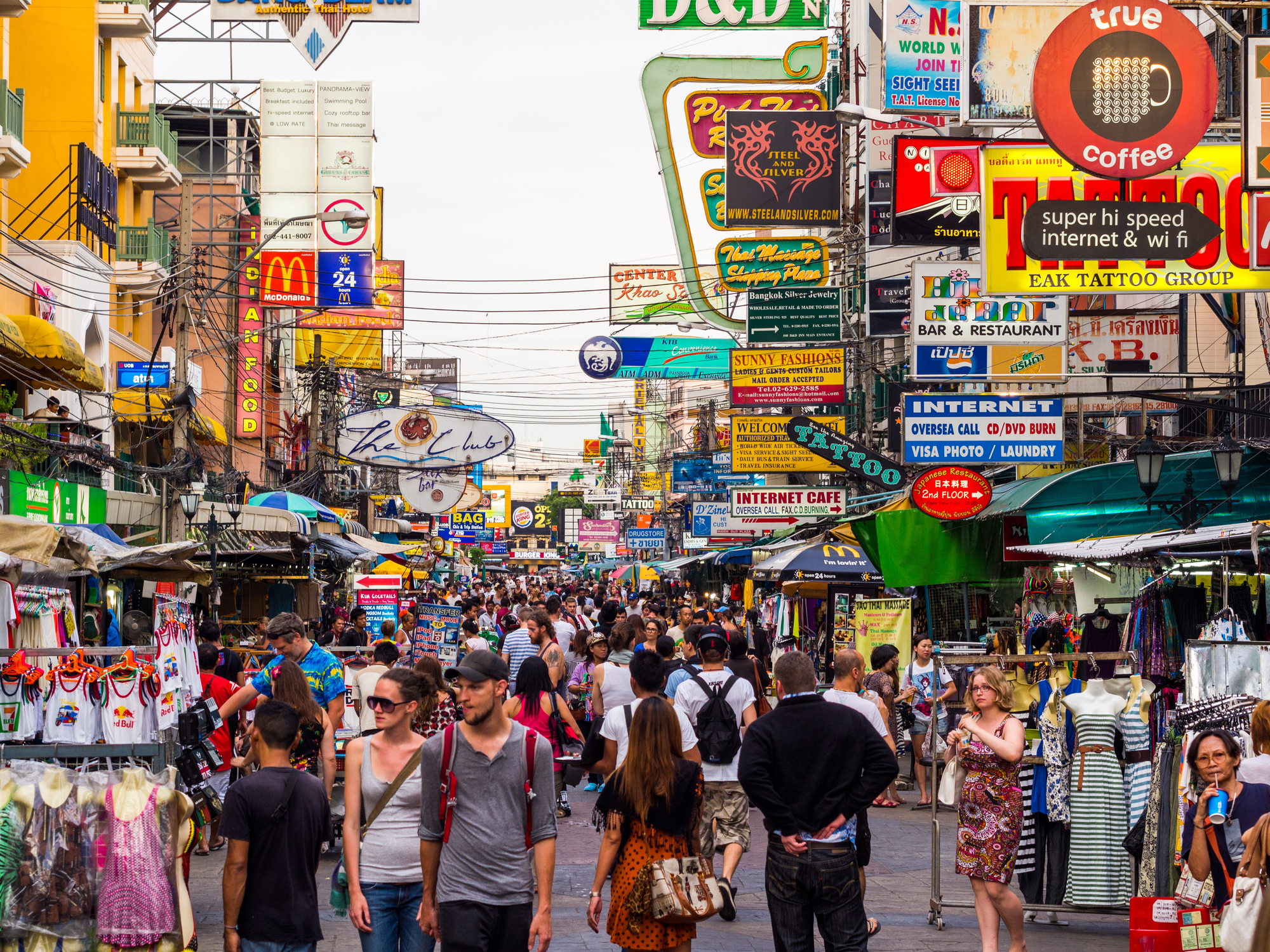 Crowded Pattaya town fillde with tourist and poeple walking in the afternoon.