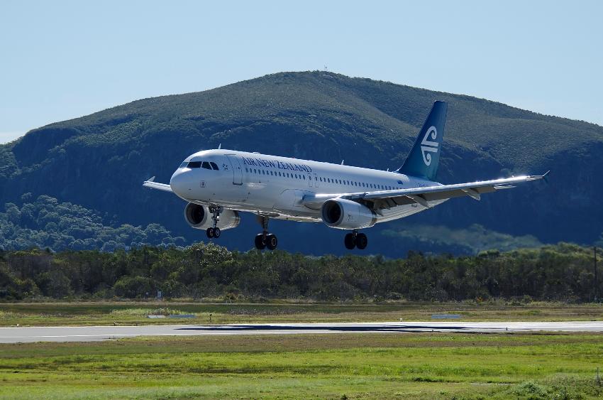 Air New Zealand flight arriving Sunshine Coast