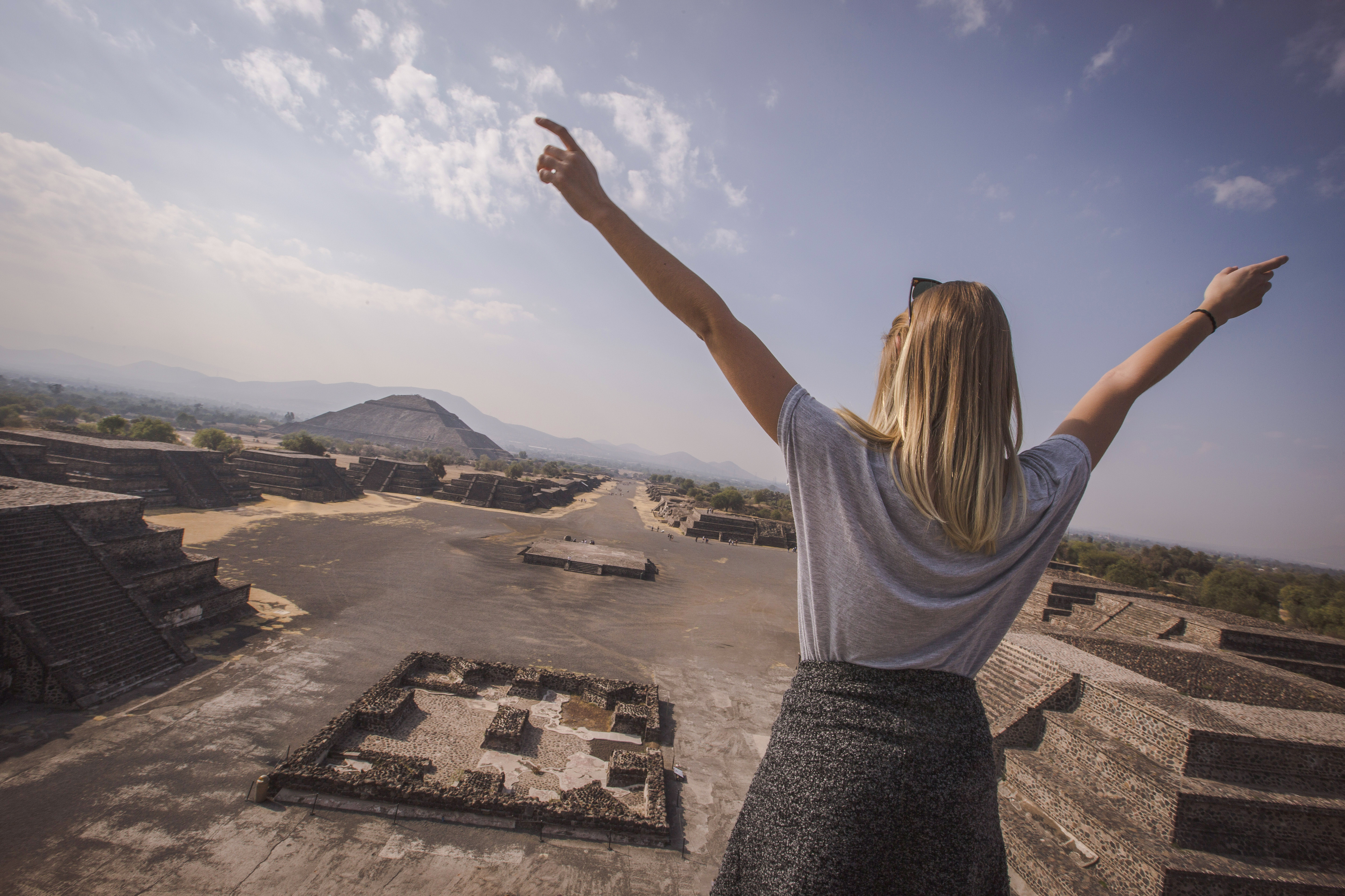 Mexico Teotihuacan Top of Pyramid of the Moon Female Traveller - Oana Dragan 2017 0M4A0723 Lg RGB