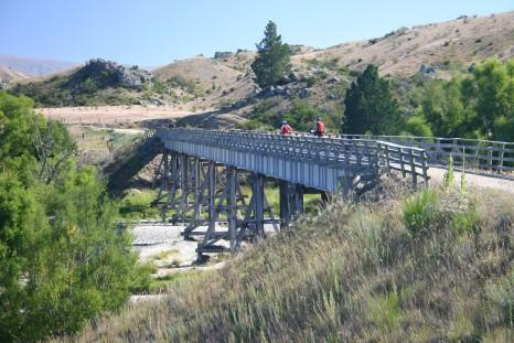 cycling_along_the_otago_rail_traill