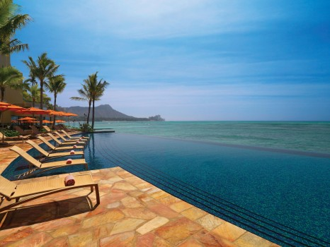 Sheraton-Waikiki-Infinity-Edge-Pool