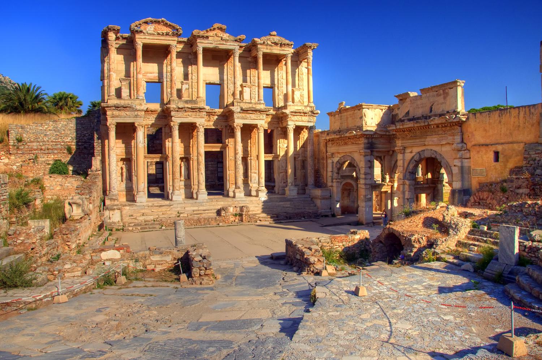 Turkey_Ephesus_AncientRuins_shutterstock_97396535sml