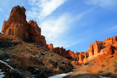 Sharyn Canyon, Kazakhstan: under a natural castle - eroded red sedimentary rock formations of the Valley of the Castles - photo by M.Torres