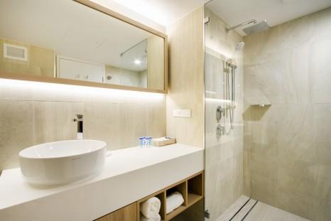 Mock Room - Bathroom