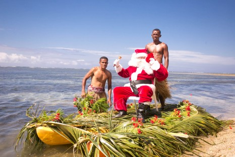 Santa arriving at Outrigger Fiji Beach Ressort