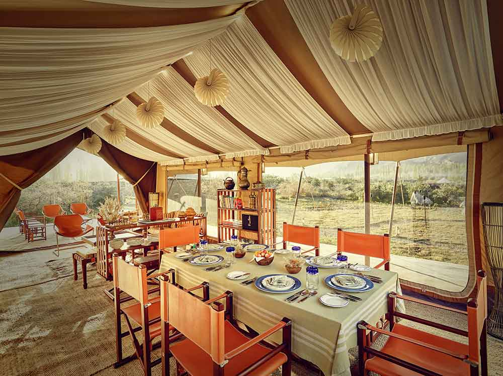 Interior-dining-area-of-Nubra-reception-tent-Chamba-Camp-Diskit-India