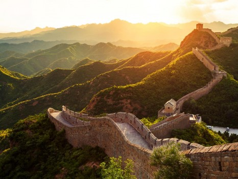 On The Go Tours_Great-Wall-at-sunrise-China low