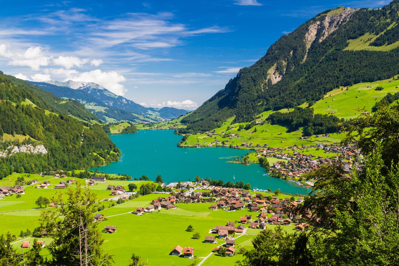 Switzerland_Interlaken_Lake Lungern Valley from Brunig Pass_shutterstock_253310941sml