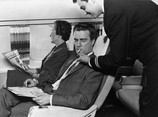 old-school-smoking-on-plane-e1476289553181