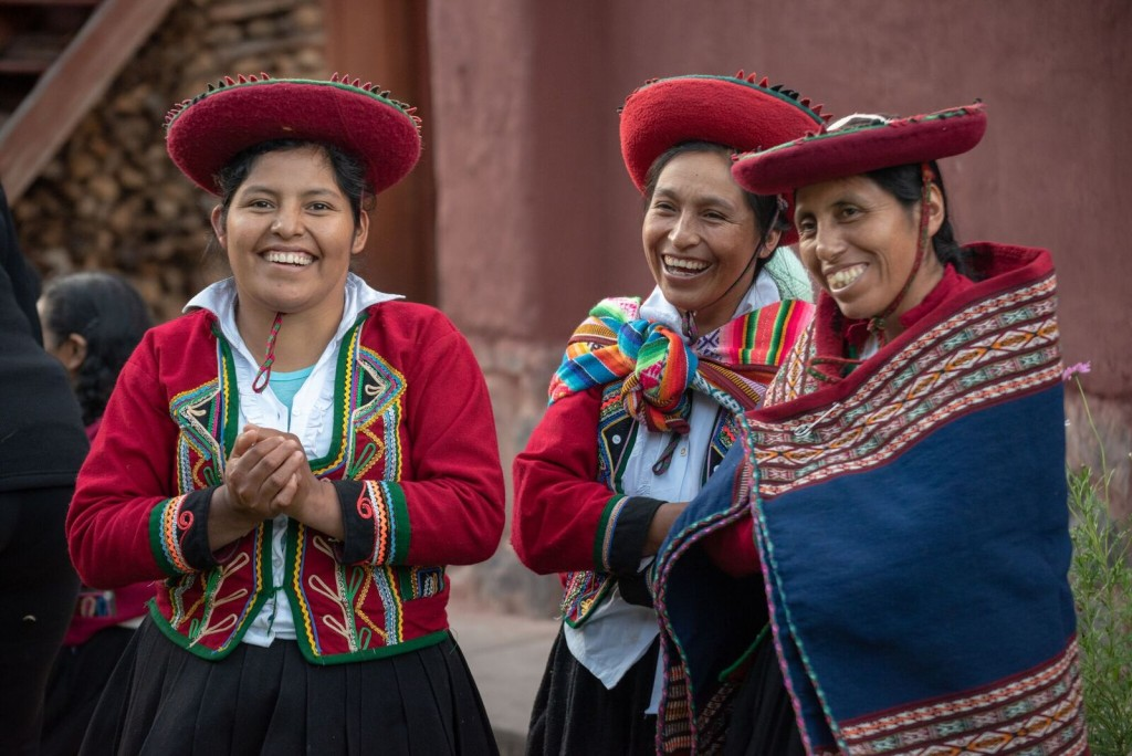 G for Good Peru - locals at Ccaccaccollo Women's Weaving Co-op_preview