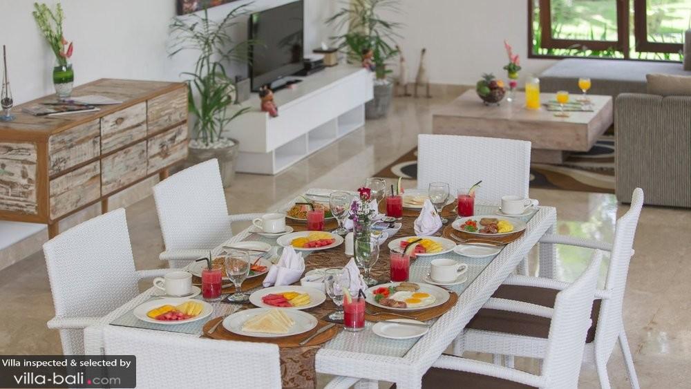 villa-club-corner-residence-club-residence-club-corner-dining-area1-9808-5a9629251b1d3