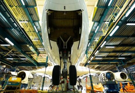Emirates Engineering Landing Gear Change 2