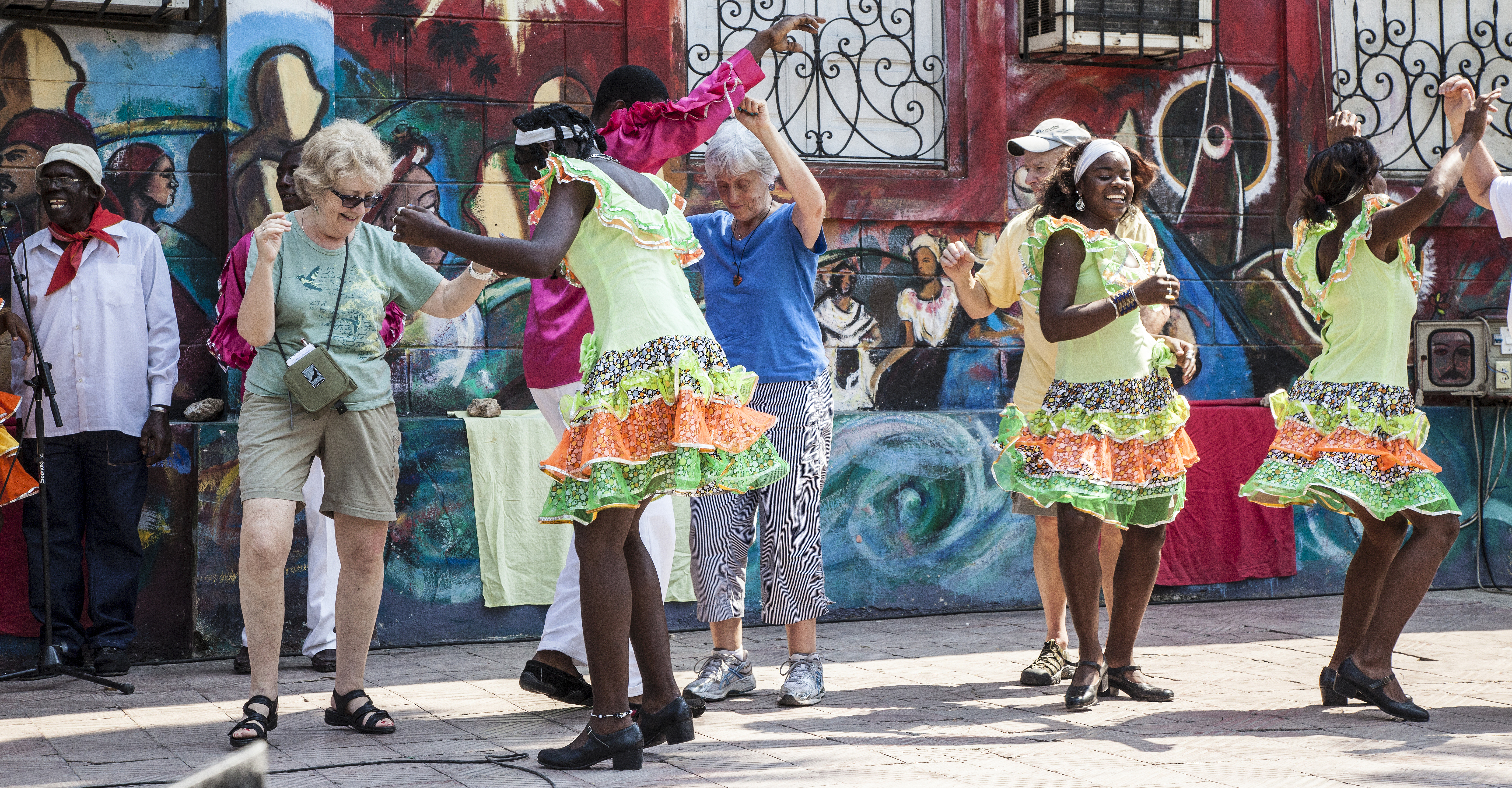 Afro-Cuban dancers and tourists