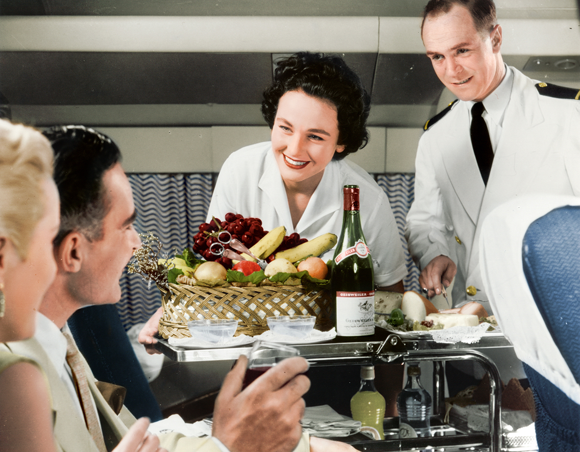 Hostess and Steward on board a BOAC Constellation. Colorized by Benoit Vienne. Source: AirlineRatings.com