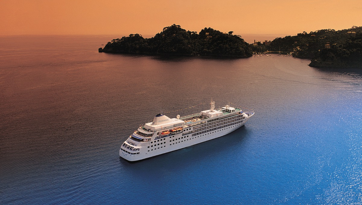 20260-silversea-cruises-silver-wind-at-sea