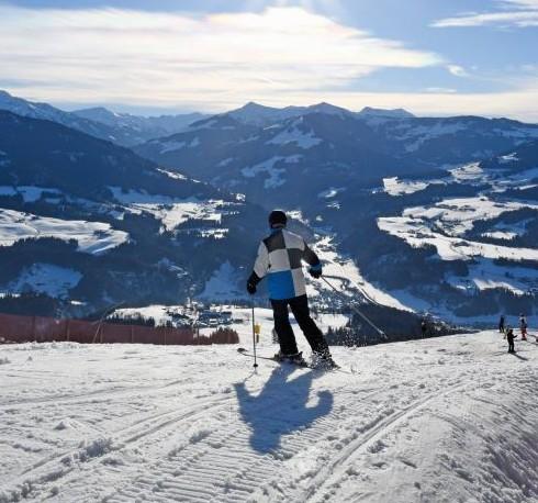 Contiki Ski (1)
