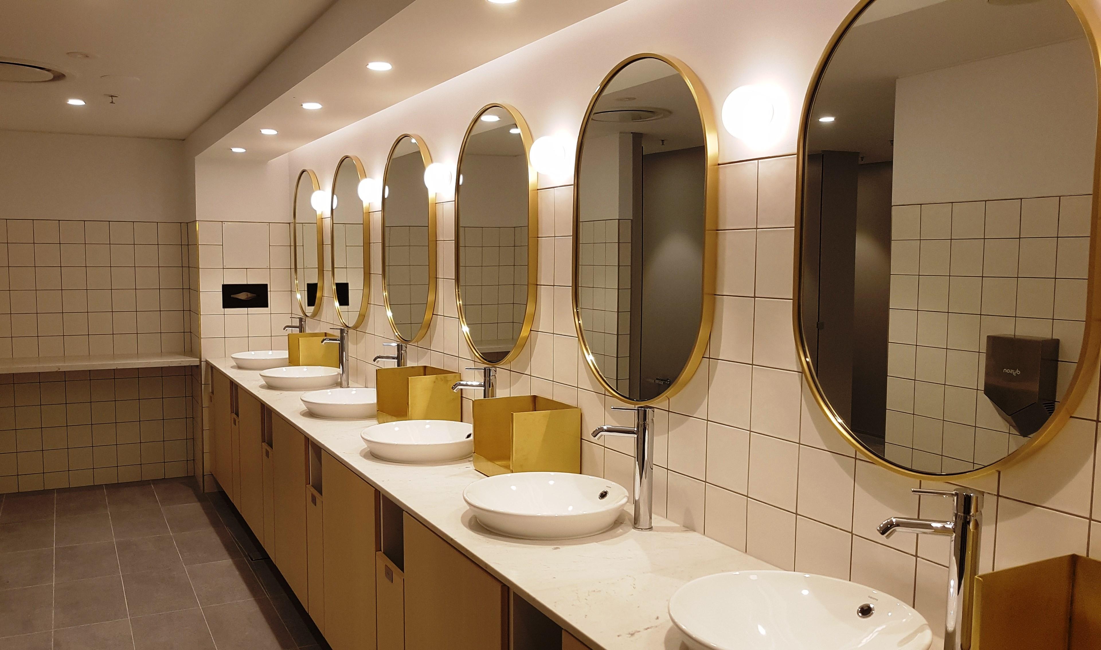 Melbourne Domestic Business Lounge - bathroom