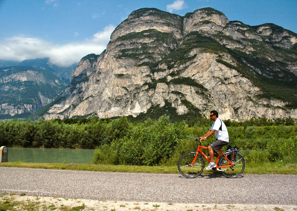 Passing_Dolomites_on_cycleway-original