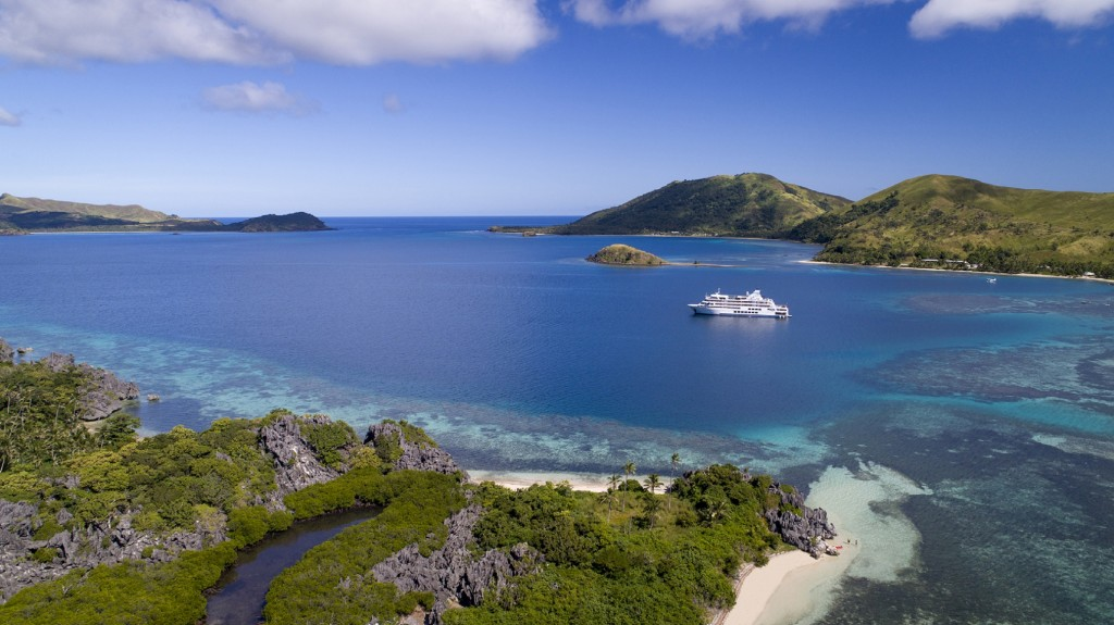 Reef Endeavor Discovery cruises