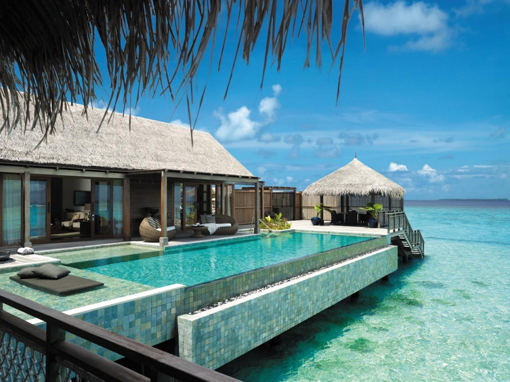 Villa Muthee deck and infinity pool