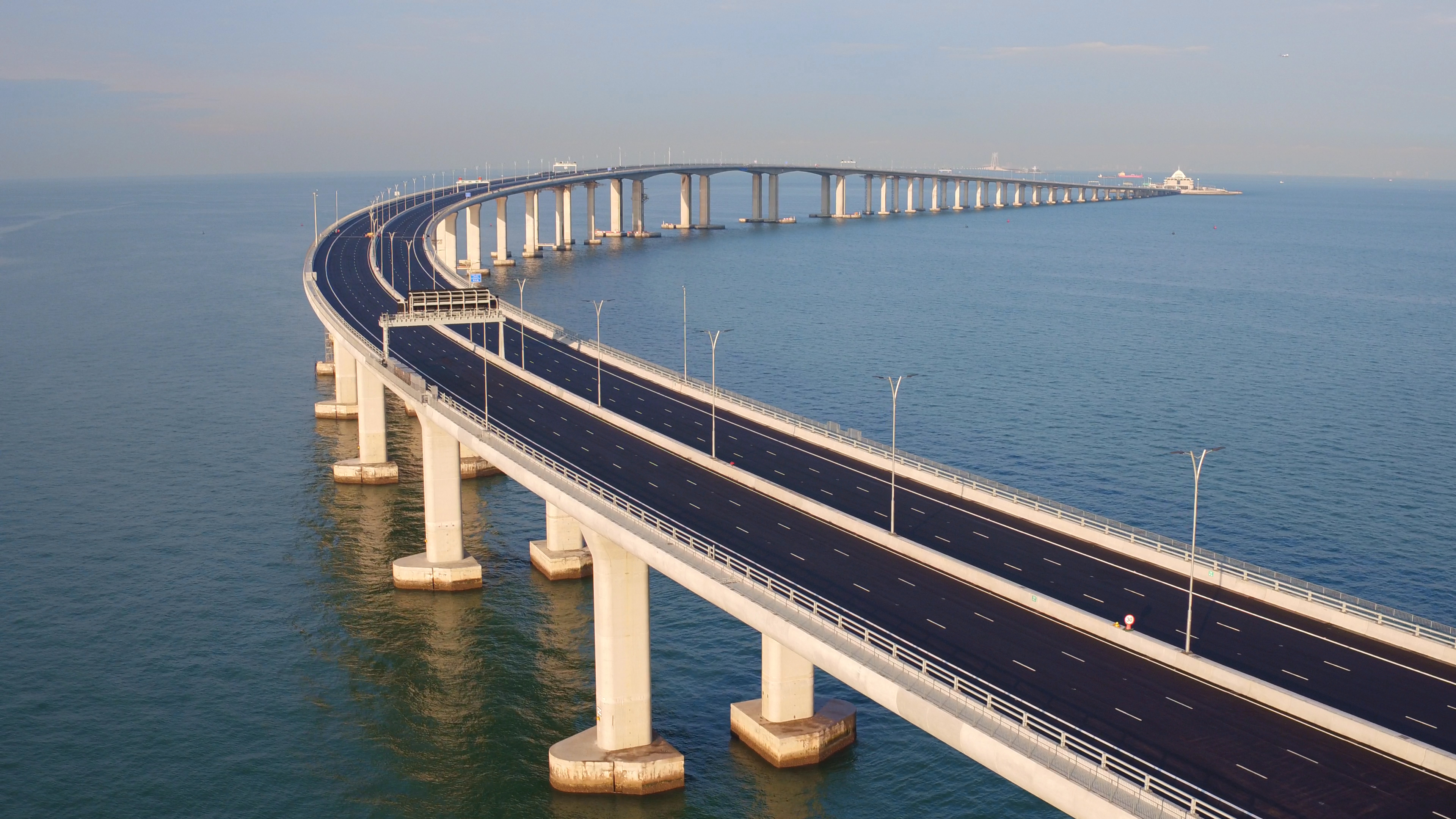 af80d8fa However, to cross the bridge, you'll need a special permit, according to  Lonely Planet, meaning private cars from Hong Kong and Macau cannot make  the ...