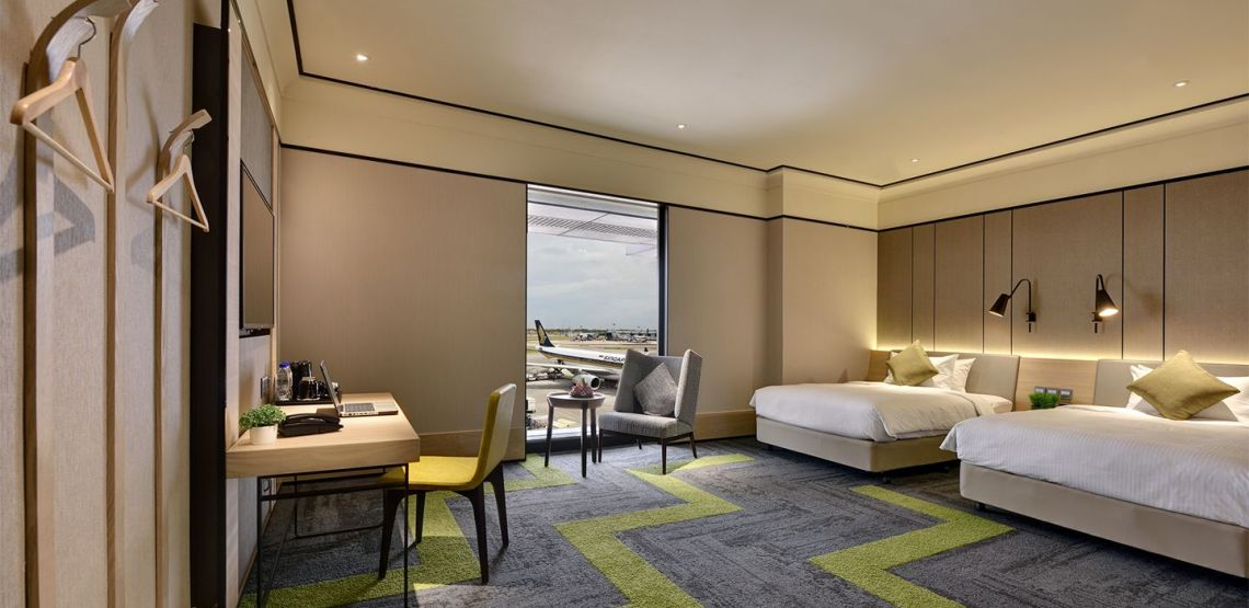 ENJOY A HOTEL WITH RUNWAY VIEWS AND A ROOFTOP SWIMMING POOL DURING YOUR TRANSIT