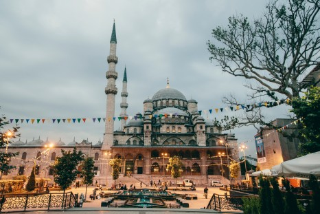 Peregrine Adventures-turkey_istanbul_mosque-lights-landscape