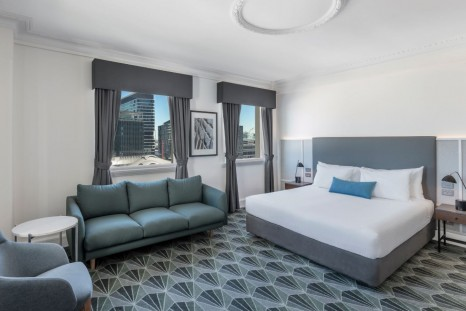 Savoy Hotel on Little Collins Melbourne_plaza-guest-room