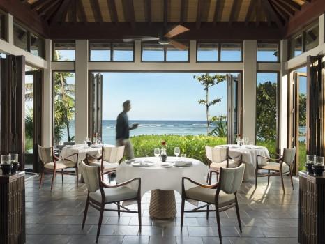 A beachfront restaurant, stunning ocean views and a gentle sea breeze.