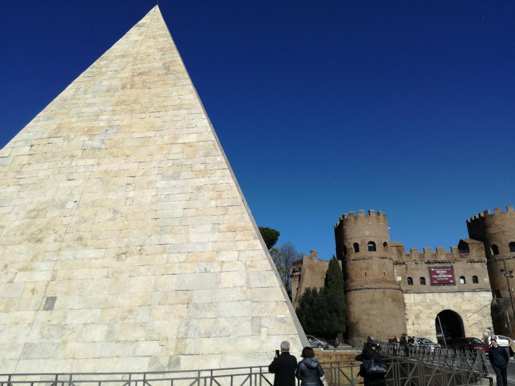 Pyramid_4_Rome_lg