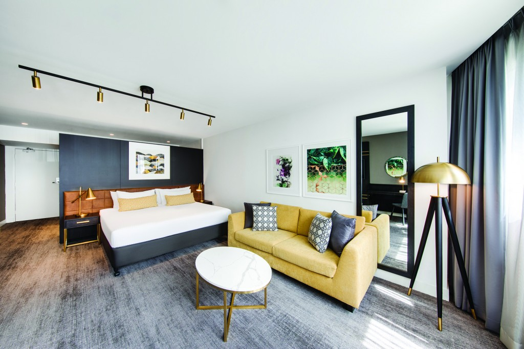 vibe-hotel-sydney-guest-room-bedroom-king-V1-01-2018