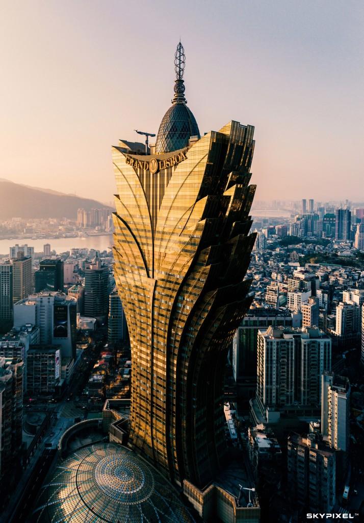 "Image by: 日照新葡京. ""Macau's iconic Grand Lisboa Hotel."""