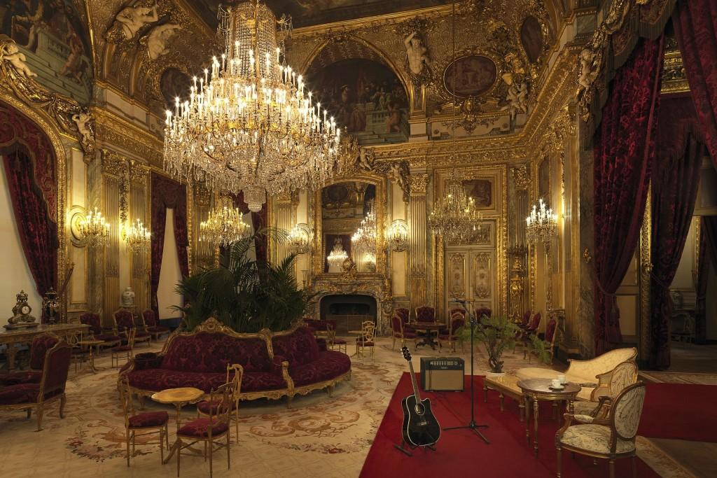 Airbnb-x-Louvre-©Julian-Abrams13-copy-min