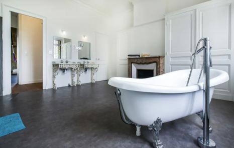 Chateau Bordeaux & Vignoble, France (Airbnb) [2]