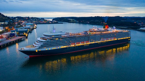 Cunard Queen Elizabeth in Alaska