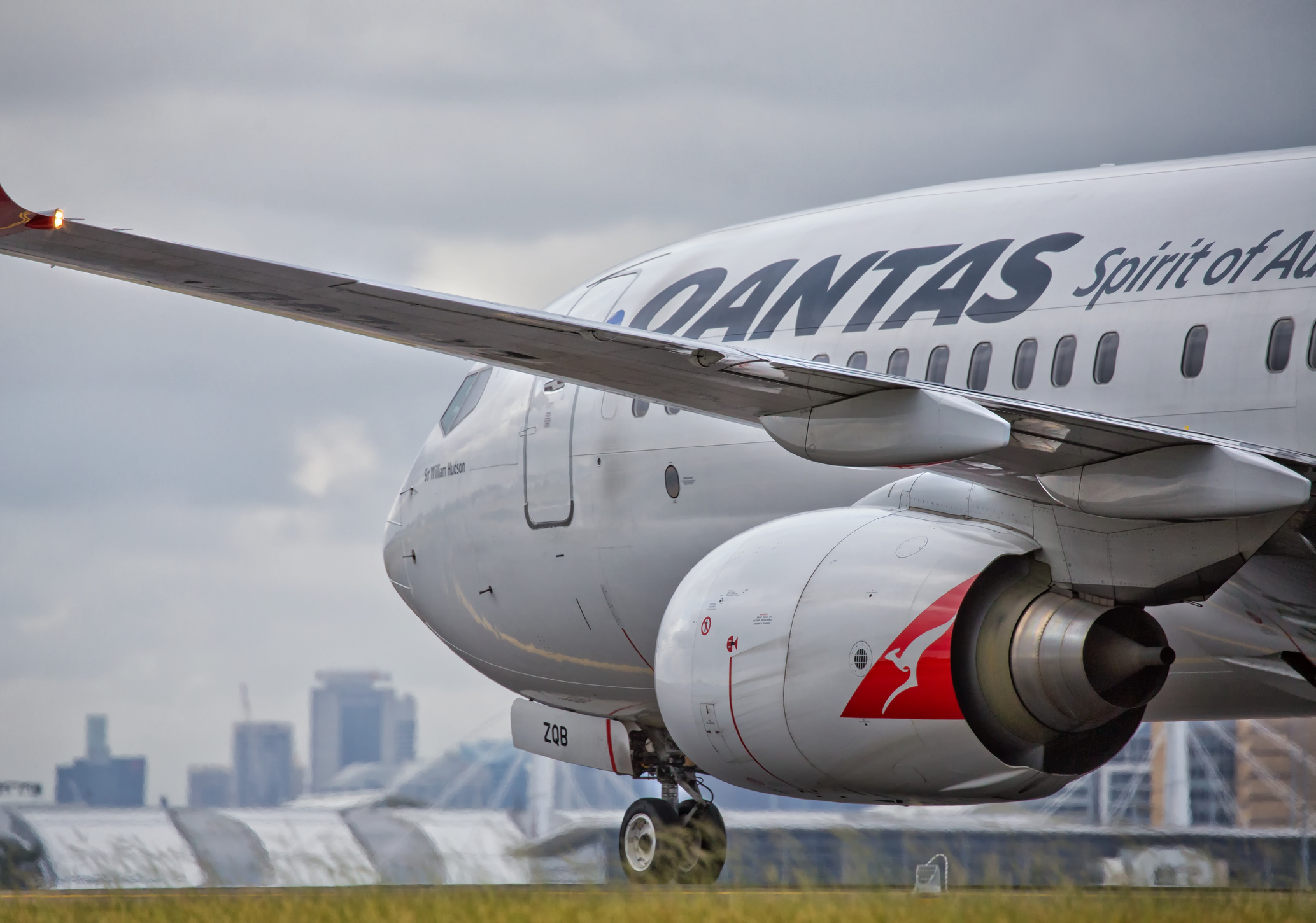 Qantas passengers smell smoke on Perth flight